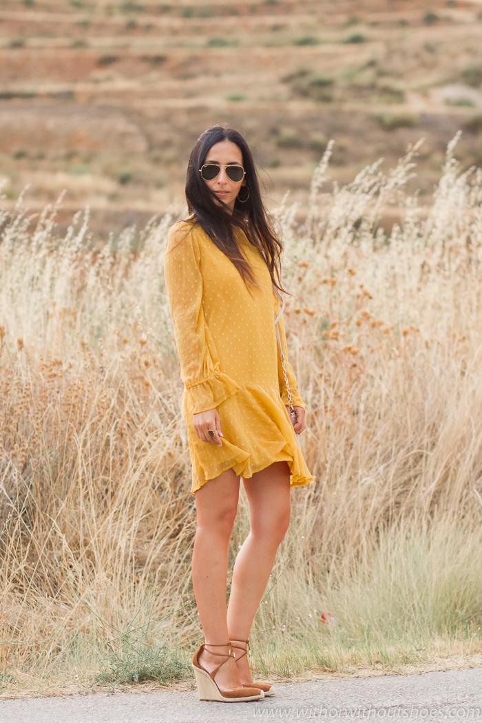 Influencer blogger moda con ideas de looks combina prendas de Zara de nueva coleccion con zapatos caros diseñador