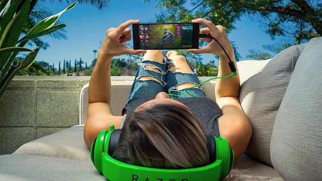Razer Phone: smartphone de gaming cu 8GB RAM, baterie de 4.000 mAh și cel mai puternic sunet din toate timpurile