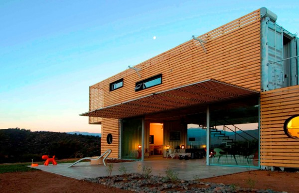 Shipping Container House with Dynamic Facade, Chile 7