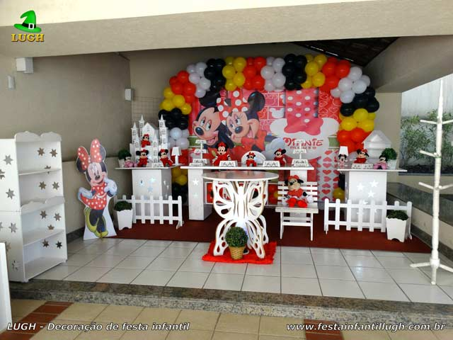 Decoração tema Minnie Mouse em mesa provençal luxo para festa de aniversário feminino