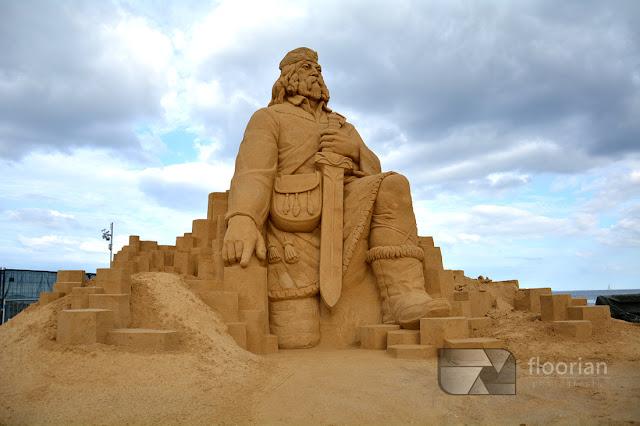 Rzeźby z piasku na przystani jachtowej w Aarhus w Jutlandii