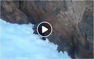بالفيديو العثور على راعي الغنم جثة هامدة بين الثلوج بجبل بويبلان