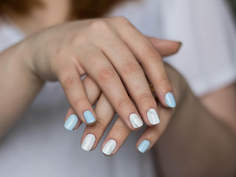 chiodo-marmurowe-paznokcie