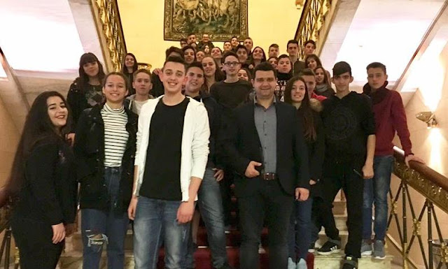 Μαθητές του Γυμνασίου Παραμυθιάς υποδέχτηκε στην Βουλή ο Μάριος Κάτσης