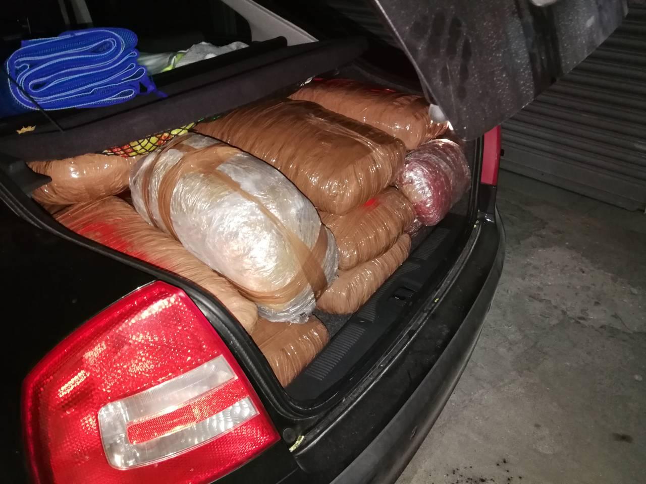 Kλεμμένο και  εγκαταλελειμμένο  Ι.Χ.Ε. στη Νέα Σελεύκεια Θεσπρωτίας με  144 kg κάνναβης