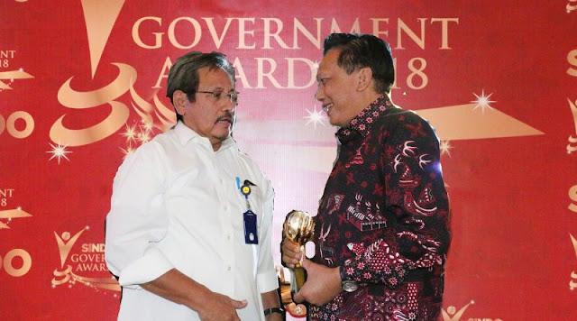 gresik24jam.net - Bangun 1000 Sumur Bor, Bupati Gresik Terima Government Award 2018