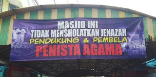 spanduk larangan mensholatkan pendukung penista agama