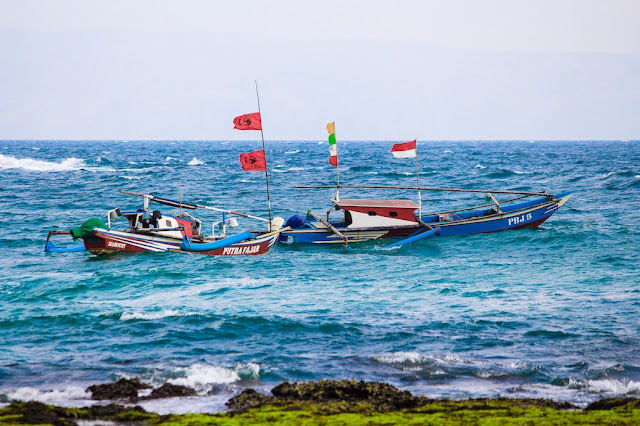 nelayan pantai legon pari