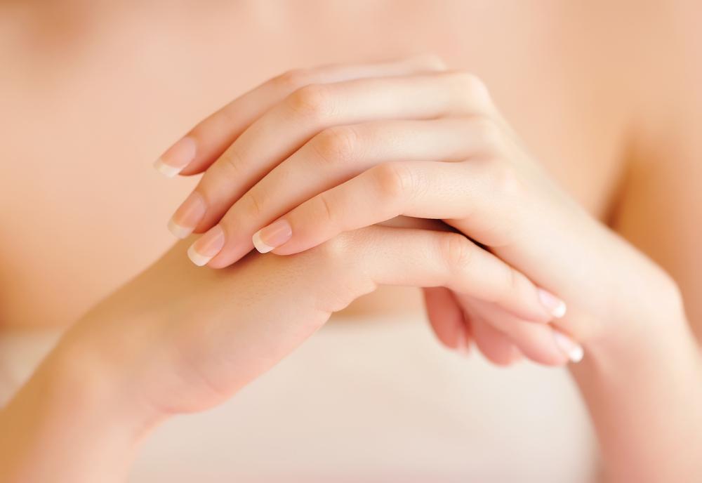como eliminar las manchas de las manos