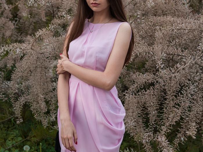 różowa sukienka na chrzciny