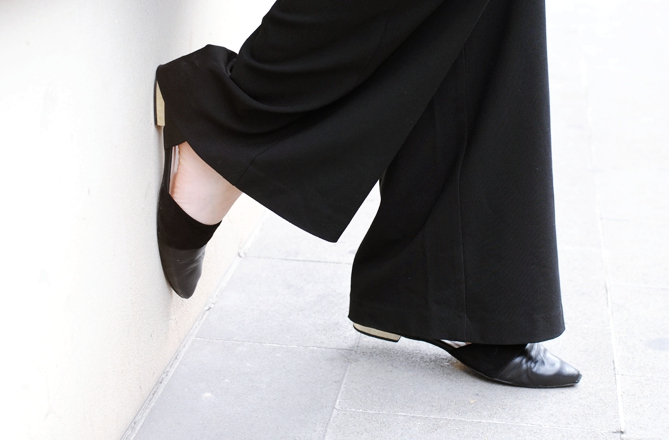 Kiomi black pointed flats golden heel