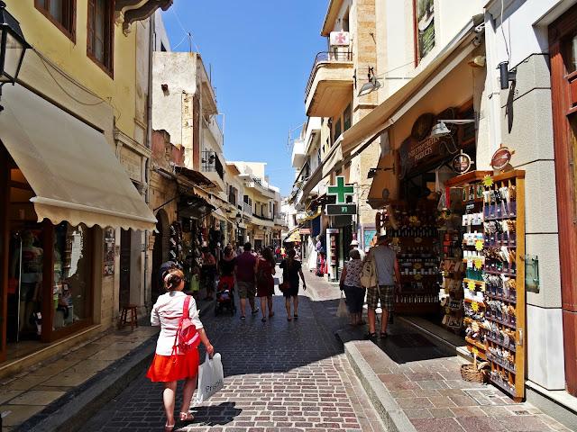 wąskie uliczki na Krecie w Rethymno