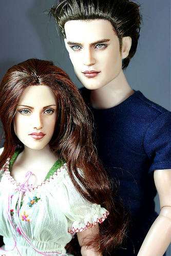 Muñecos o figura de acción con increíble parecidokristen stewart and robert pattinson