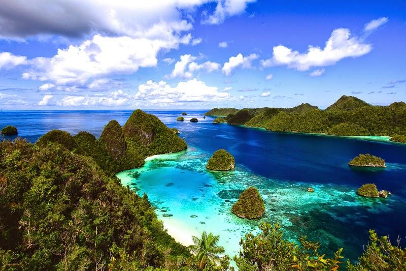 inilah 5 Wisata Bawah Laut Indonesia Terpopuler yang harus Anda kunjungi. Raja AMmpat papua