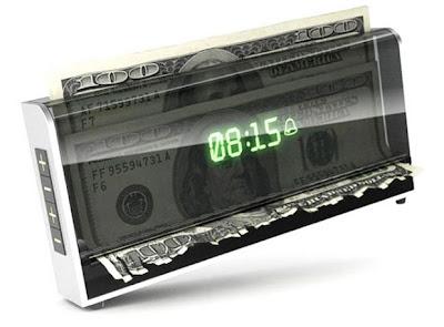 Caso você não acorde no horário pretendido o despertador tritura seu dinheiro