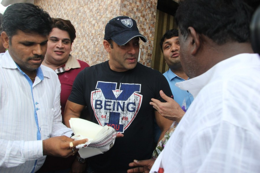 Salman Khan Joins BMC's Campaign In Mumbai