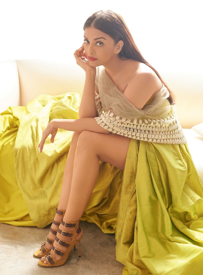 Actress Aishwarya Rai Bachchan flaunts her legs in Manish Malhotra gown