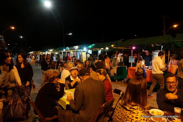 Feira livre gourmet na Praça da Ferradura em Búzios
