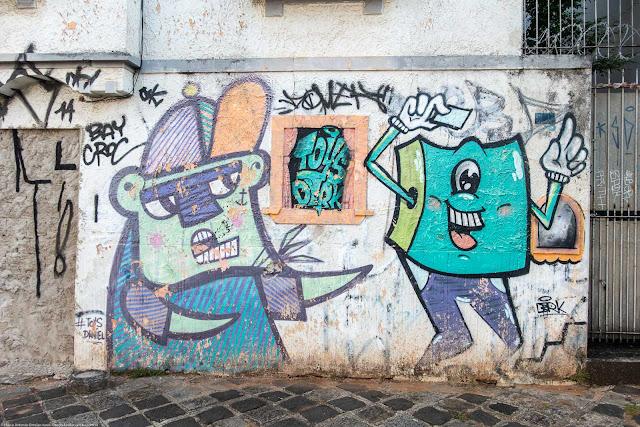 Grafite em uma casa na Rua Paula Gomes.