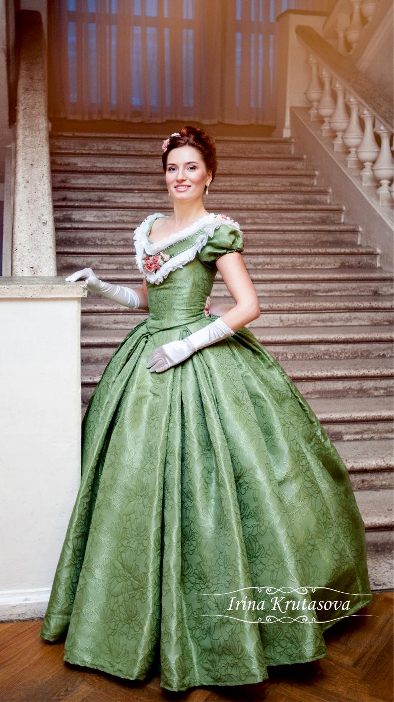 Платье с корсетом и кринолином