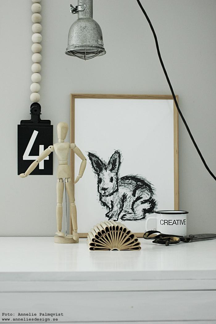 svartvitt vykort, vykort med siffror, siffra, kort, posterhängare med träkulor, clips, kanin, kaniner, kaninerna, tavla, tavlor, poster, posters, print, prints, konsttryck, annelie palmqvist, svartvit, svartvita, svart och vitt, barnrum, barnrummet, inspiration, inredning, annelies design, webbutik, webshop, nettbutikk, nettbutikker, plakat, plakater, vitt,