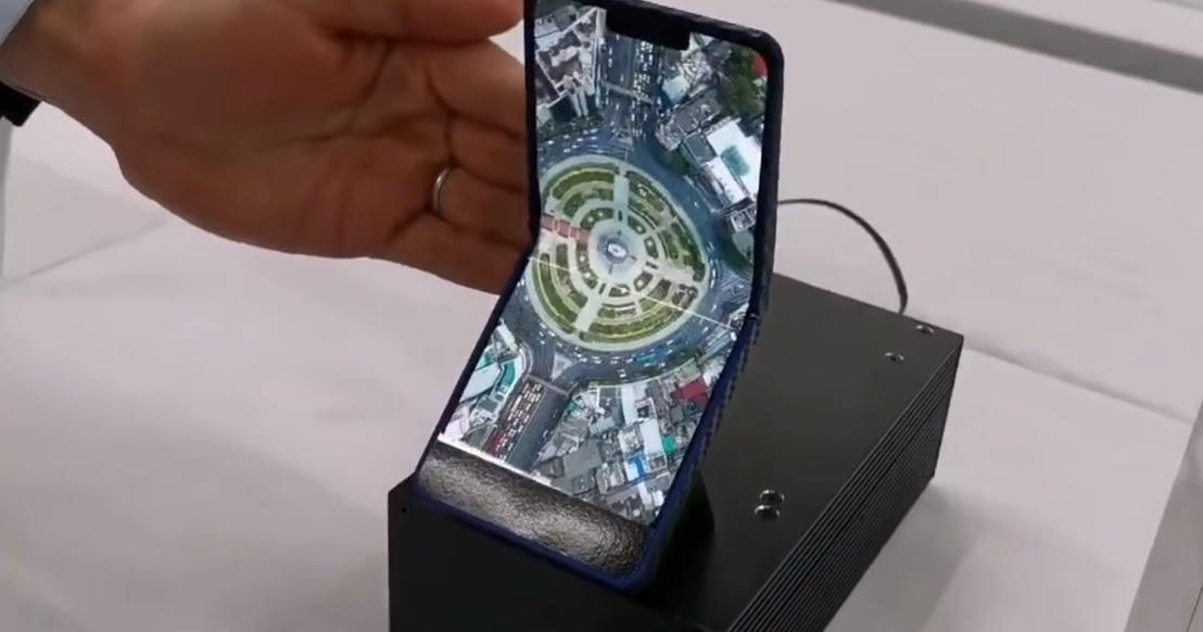 Sharp mostra ecrã AMOLED dobrável na vertical