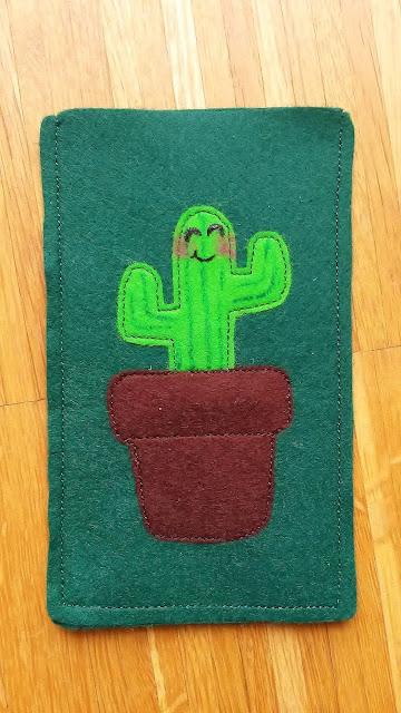süße Handyhülle mit lachendem Kaktus aus Filz