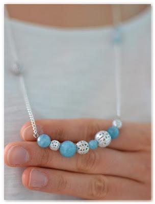 collier plastron argenté et bleu