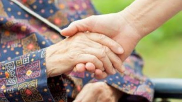 Νέα μέτρα της κυβέρνησης για την προστασία των ηλικιωμένων που διαμένουν σε Μονάδες Φροντίδας