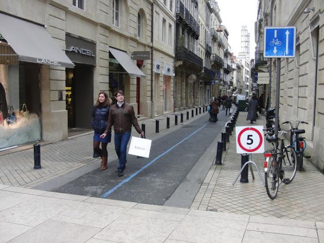 Andar de bicicleta em Bordéus, França