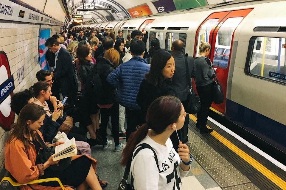 サウス・ケンジントン駅(South Kensington station)