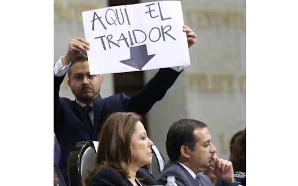 ¡Te amo EPN!. Atte: Ernesto Cordero