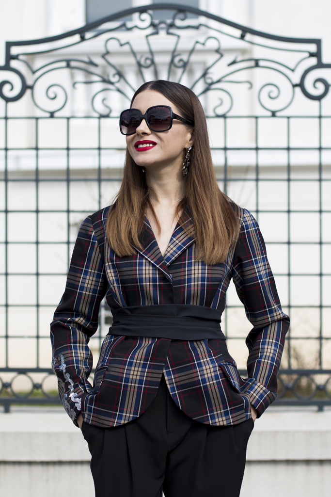 adina nanaes checked blazer