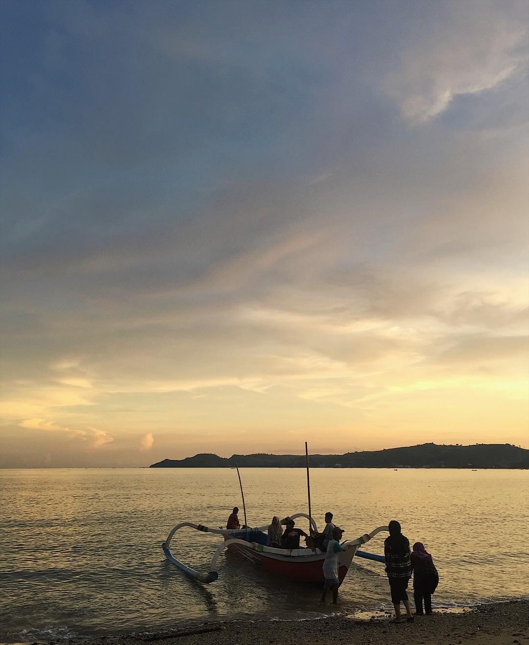 perahu menuju pantai ujung kelor lombok