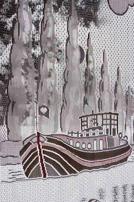 Dessin de péniche sur un rideau