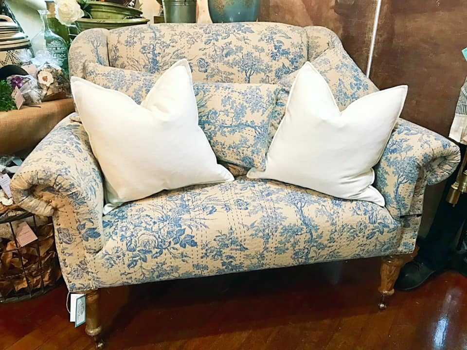 Tremendous Welcome To Bonnes Amies Chambray Blue Toile Sofa Caraccident5 Cool Chair Designs And Ideas Caraccident5Info