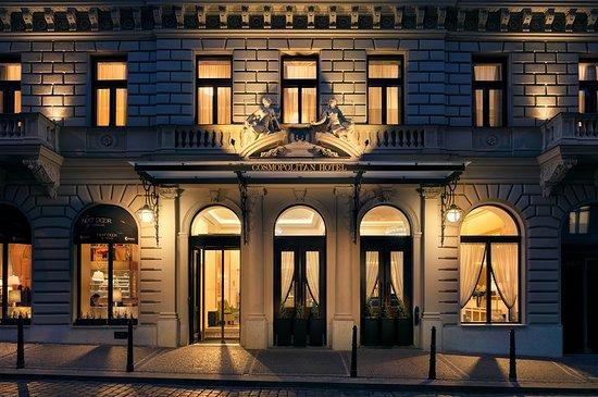 hotel-entrance-cosmopolitan.jpg