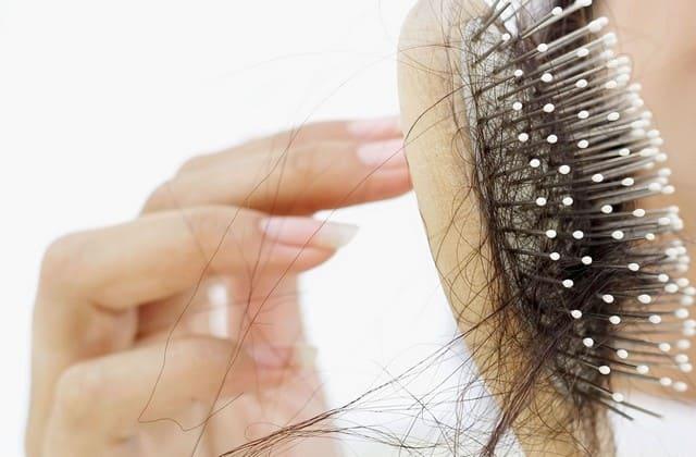 Ketahui penyebab rambut rontok dibawah ini agar kamu lebih mudah