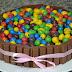 Tarta de Kit Kat y Conguitos de Colores