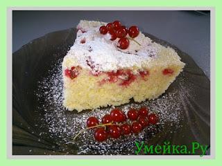 Пирог с красной смородиной в микроволновке