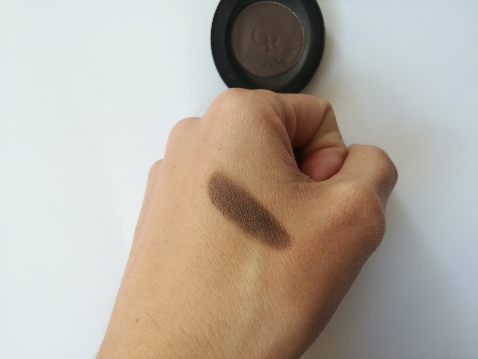 golden-rose-eye-eyebrow-powder-swatch