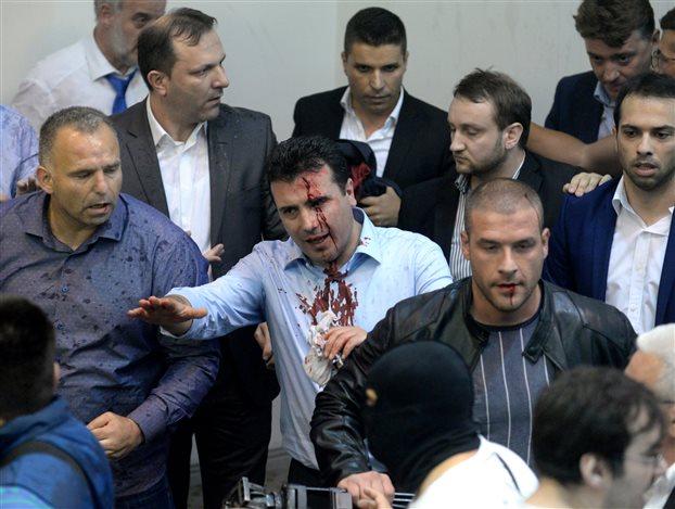 Η αστυνομία των Σκοπίων έσωσε τον νέο Πρόεδρο του Κοινοβουλίου από λιντσάρισμα