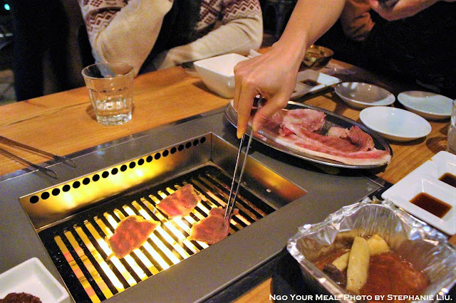 Cooking the Hamideru Kalbi at Yakiniku Futago in New York City