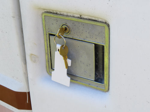 trailer latch with lock