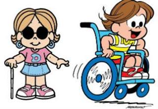 Dorinha e Luca são personagens com deficiência criados por Maurício de Souza. À esquerda, a menina Dorinha em pé, apoia a mão direita sobre a bengala e a esquerda tateia o ar. Ela tem cabelos castanhos claros repartidos ao meio, usa óculos de sol redondos, brincos azuis em argolas, camiseta rosa com a letra D estampada, saia azul e tênis rosa. À direita, o garoto cadeirante Luca. Ele tem cabelos castanhos repartidos ao meio, rosto redondo, olhos grandes, nariz pequeno, está com sorriso largo e as mãos empurrando as rodas para dar velocidade. Ele usa camiseta amarela, short e tênis vermelhos.