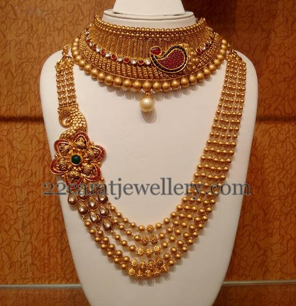 Bridal Set With Theme Of Gold Swirls Jewellery Designs