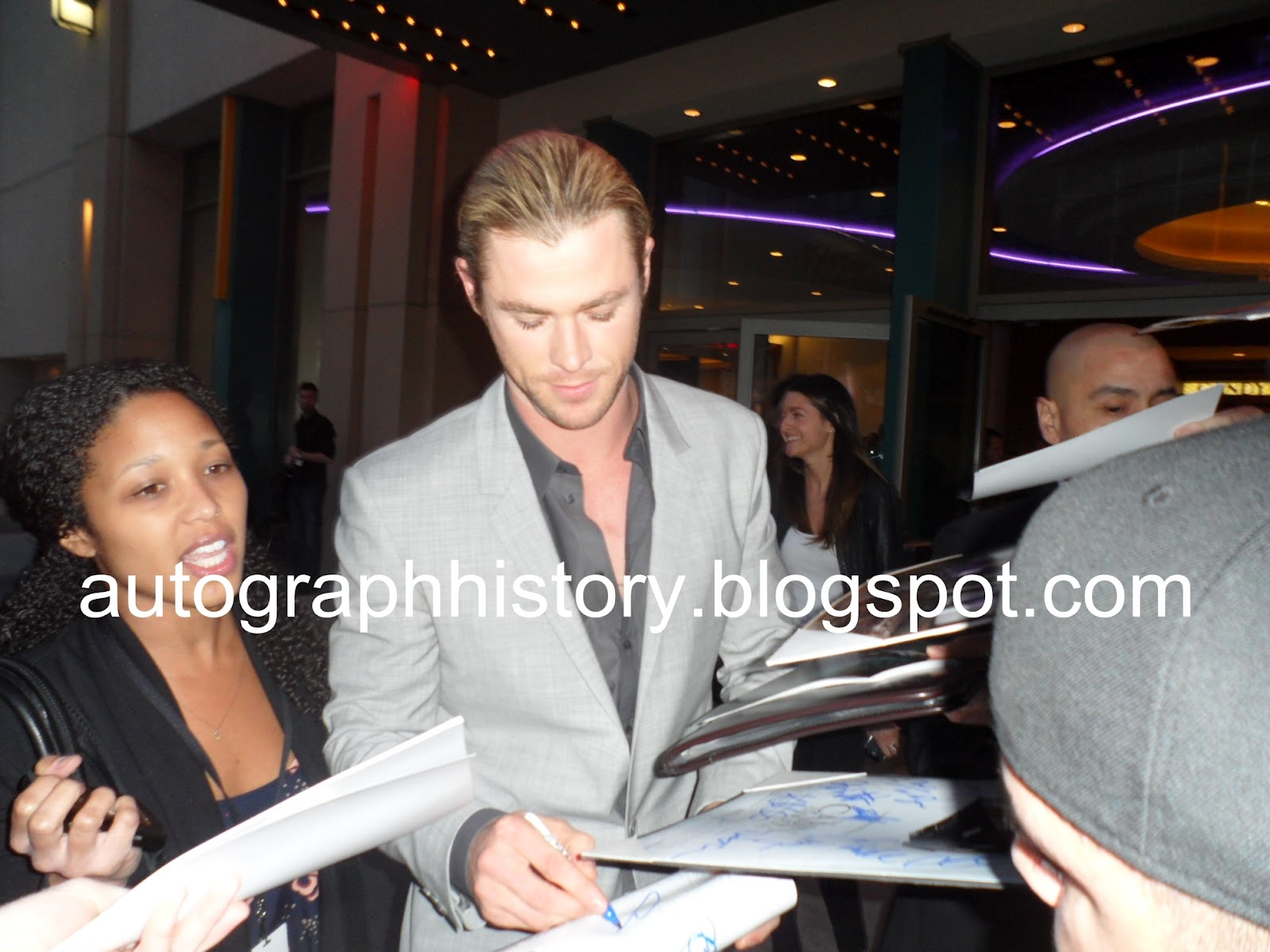 Will The Autograph Guy The Cabin In The Woods Premiere W