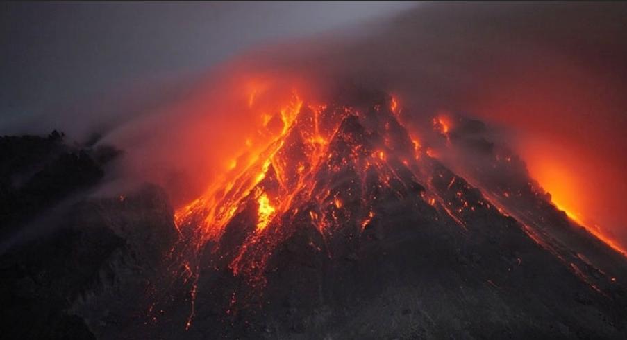 Vulcão Krakatoa na Indonésia