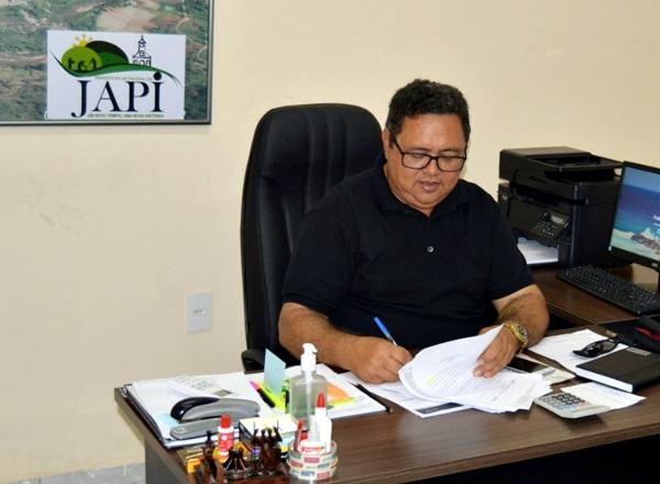 Prefeito assina projeto de lei que concede reajuste de 4,17% aos professores de Japi