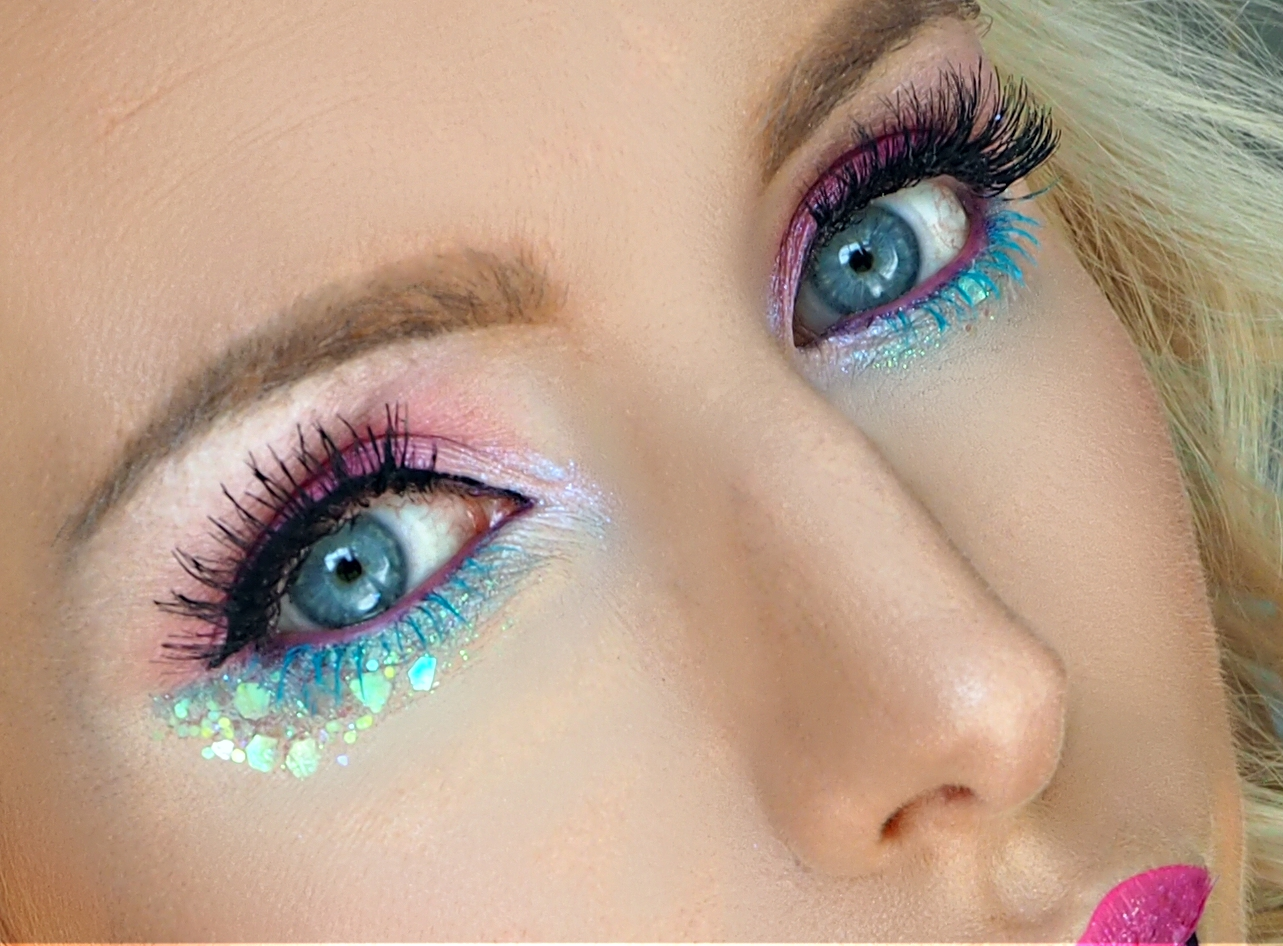 Makeup look using L'Oreal's NEW Baby Roll Mascara in Teal